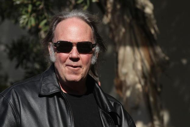 Neil Young - green carpet - sustainable fashion.jpg